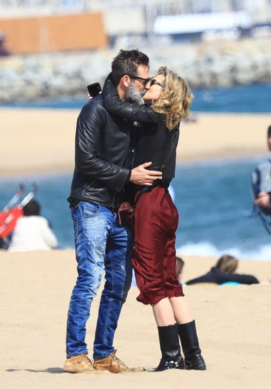 Hilarie Burton and Her Husband Jeffrey Dean Morgan Stroll in the Beach in Barcelona 3/13/ 2017