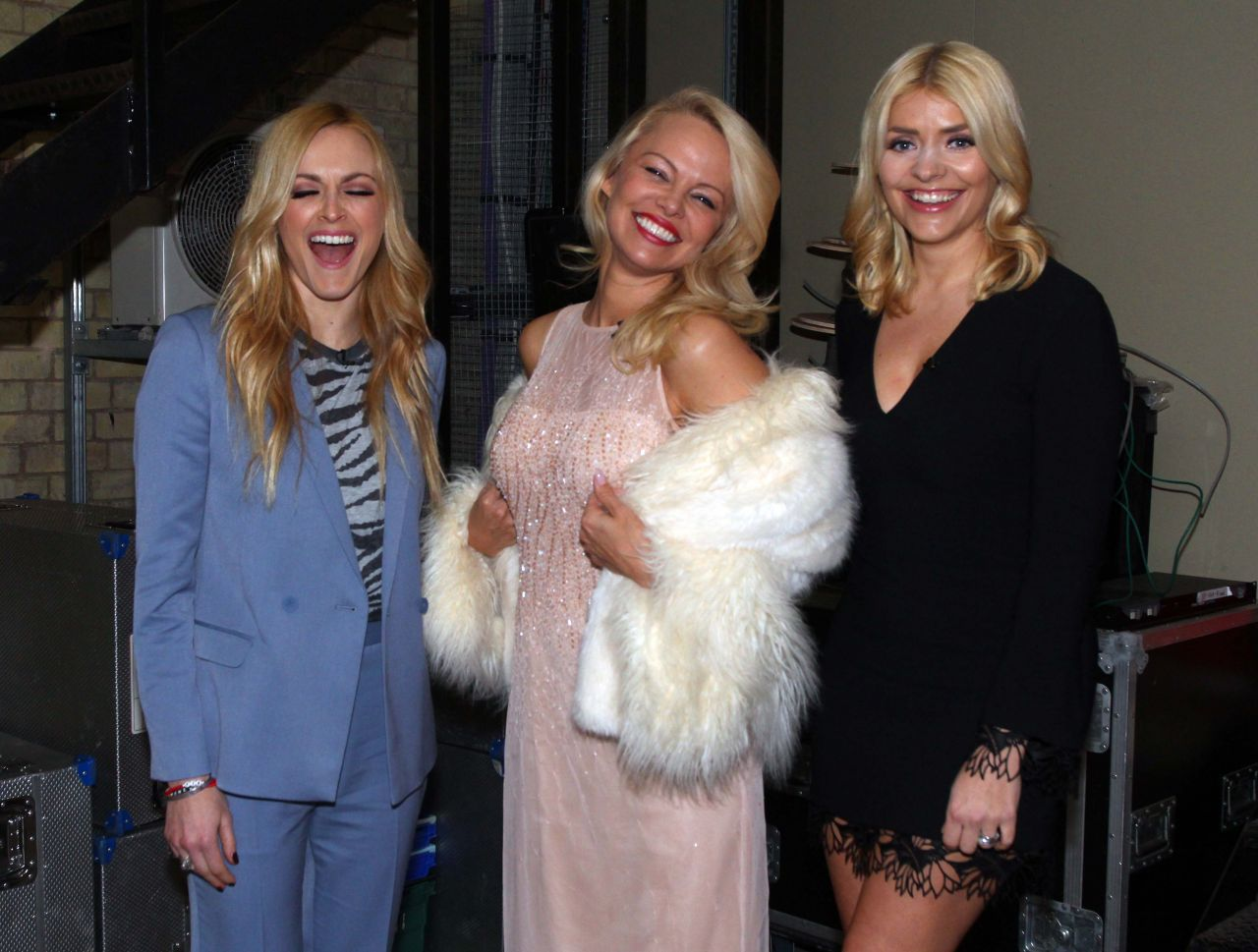 Holly Willoughby tries to stop her boobs popping out on ...