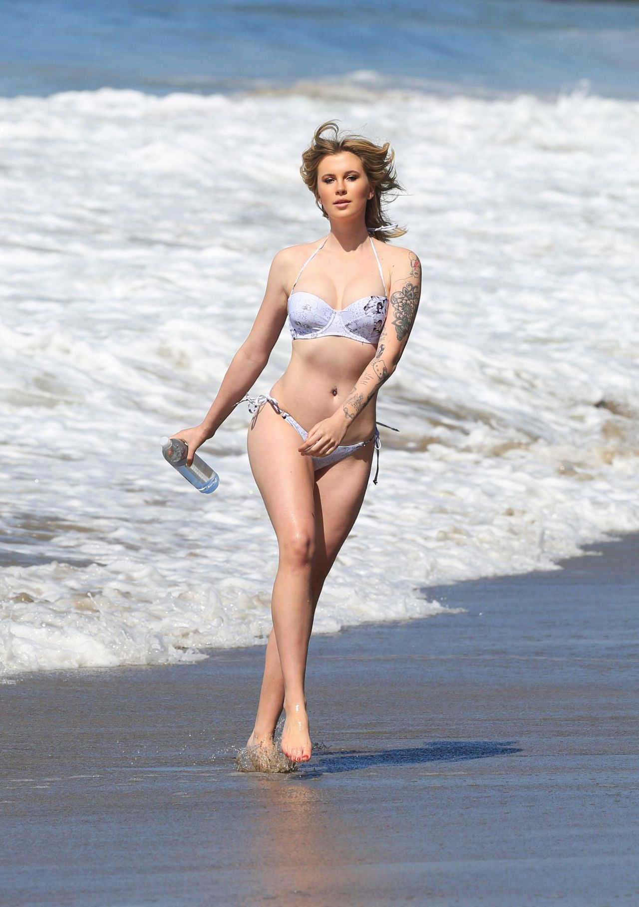 ireland baldwin bikini photoshoot for 138 water  27  2017