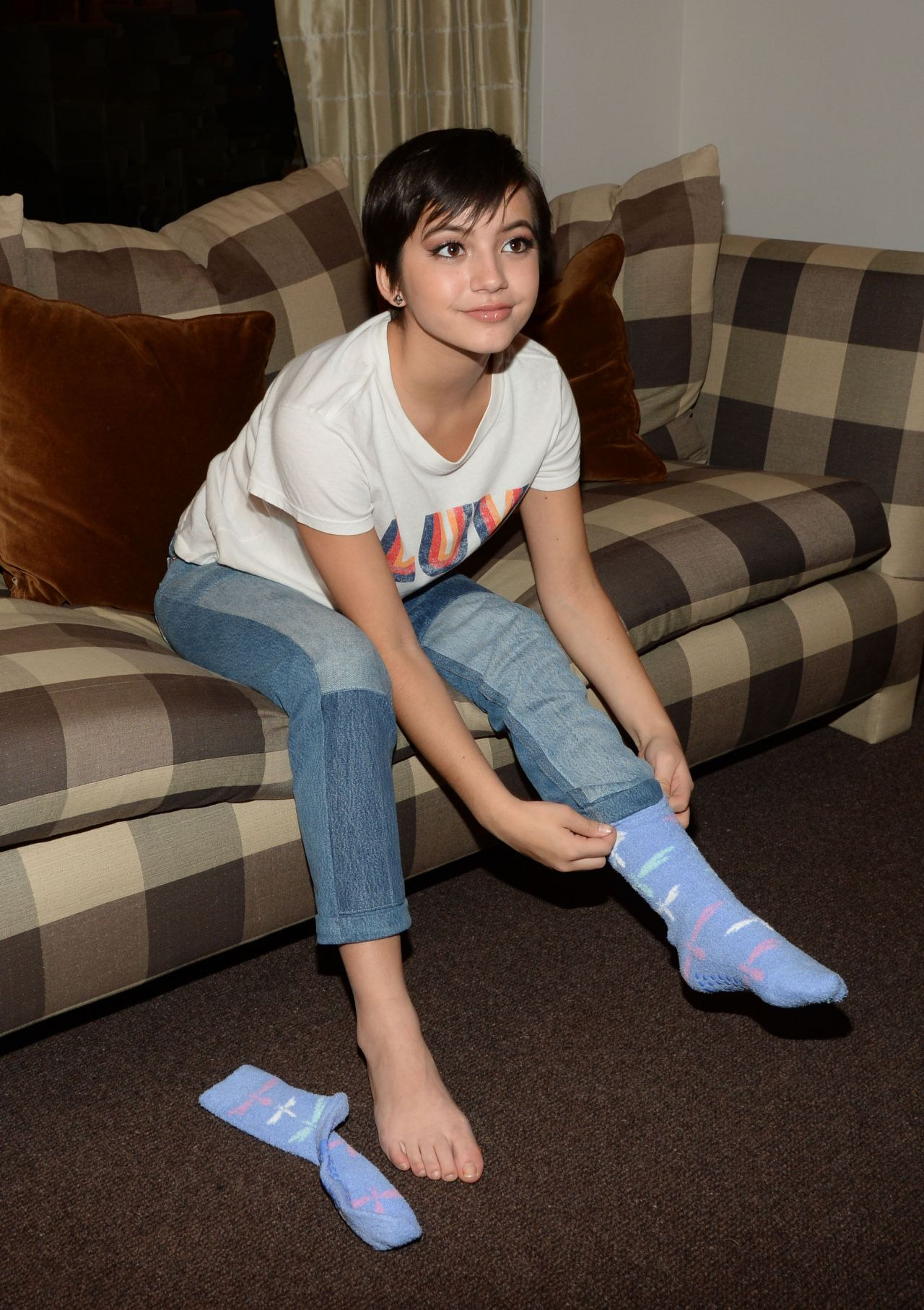 Isabela Moner Posing For Candids And Prepping For An Interview - Los Angeles 319 2017-4061