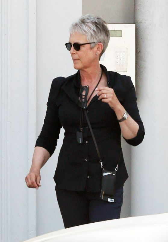 Jamie Lee Curtis Buying a Gift Basket - West Hollywood 3/28/2017