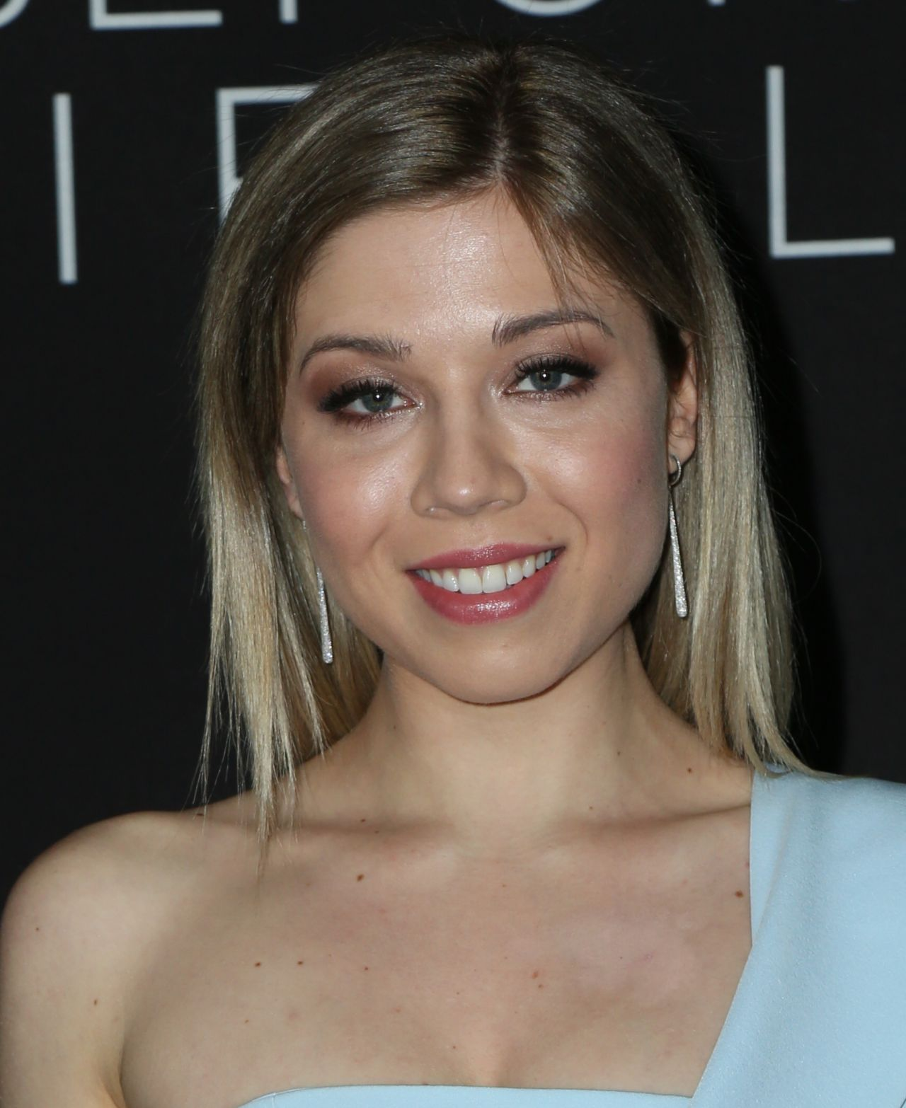 Jennette Mccurdy At Before I Fall Premiere In Los