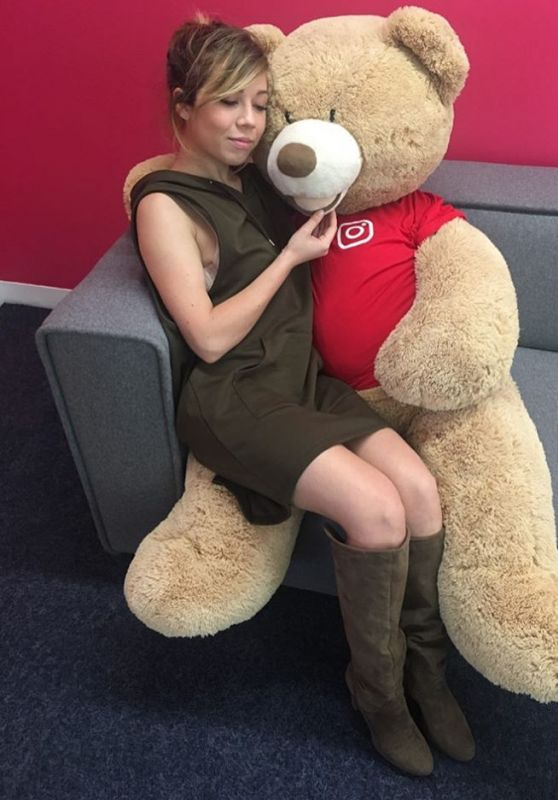 Jennette McCurdy – Facebook, Snapchat and Instagram Photos 3/28/2017