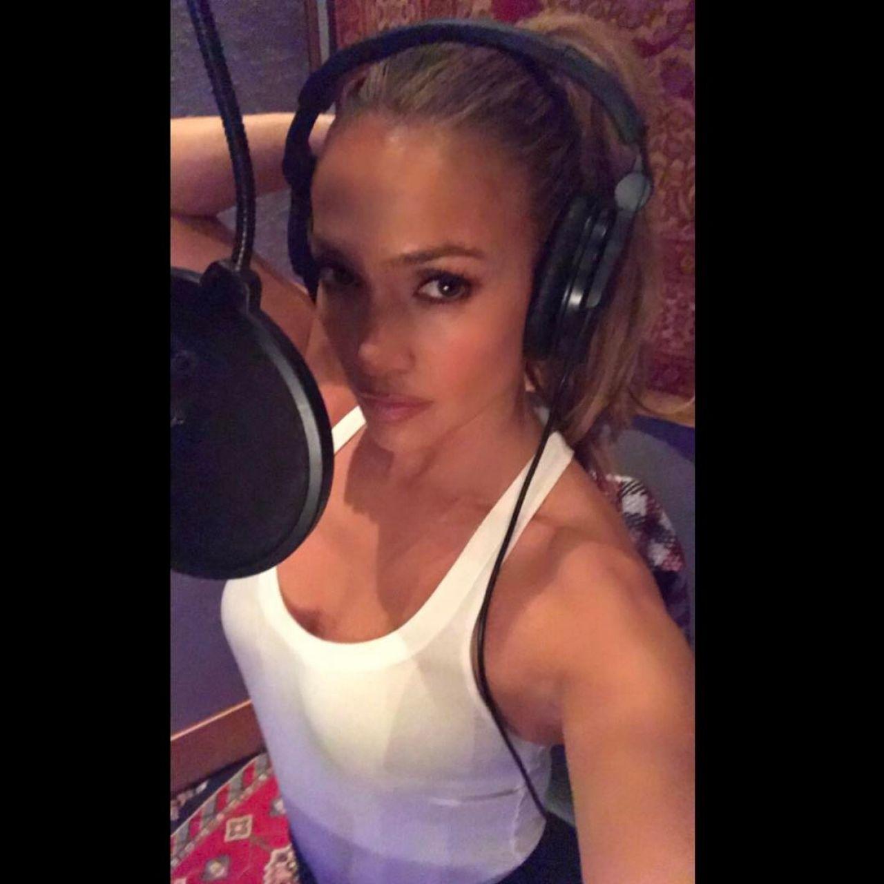 Jennifer Lopez – Facebook and Instagram Photos 3/28/2017
