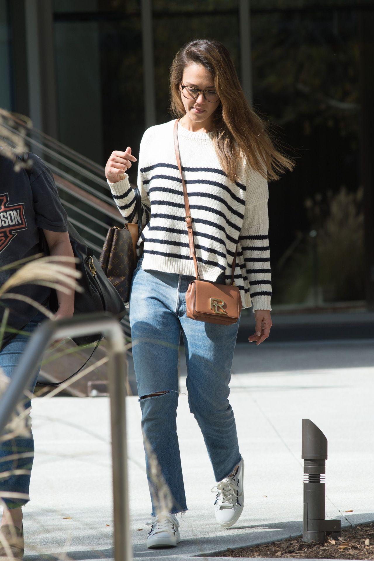 http://celebmafia.com/wp-content/uploads/2017/03/jessica-alba-wearing-a-ralph-lauren-handbag-los-angeles-3-14-2017-4.jpg
