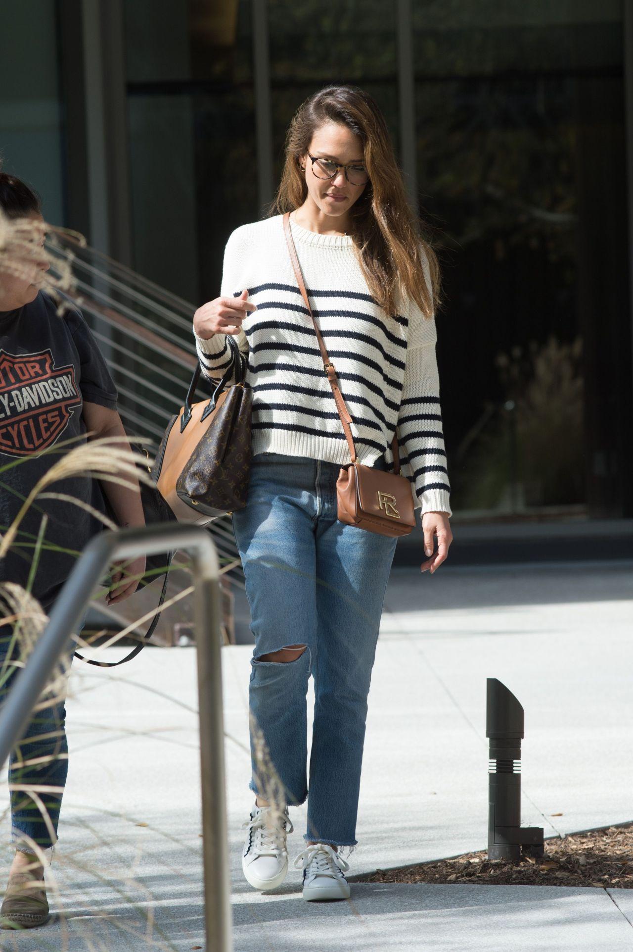 Jessica Alba Wearing A Ralph Lauren Handbag Los Angeles 3 14 2017