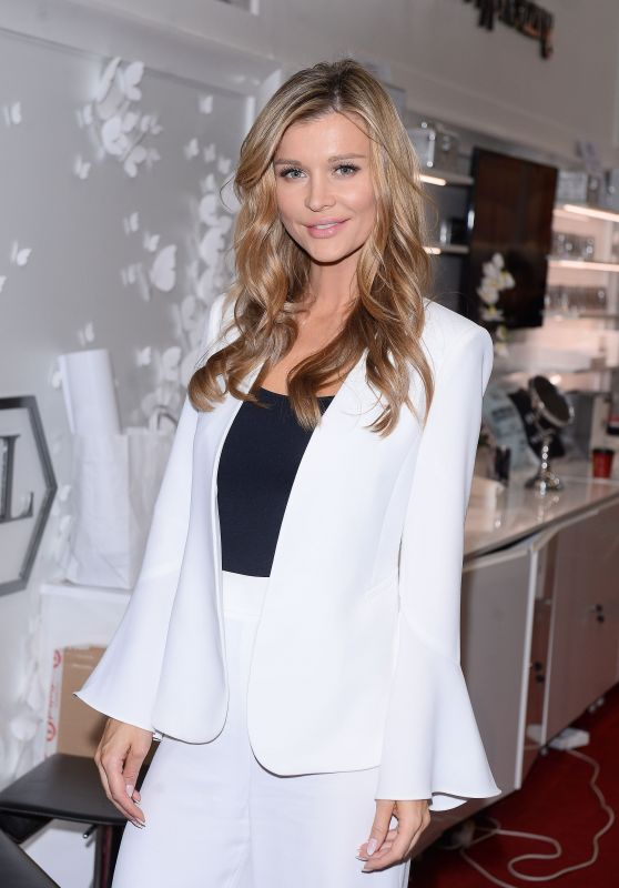 Joanna Krupa at the Beauty Fair in Warsaw 3/11/ 2017