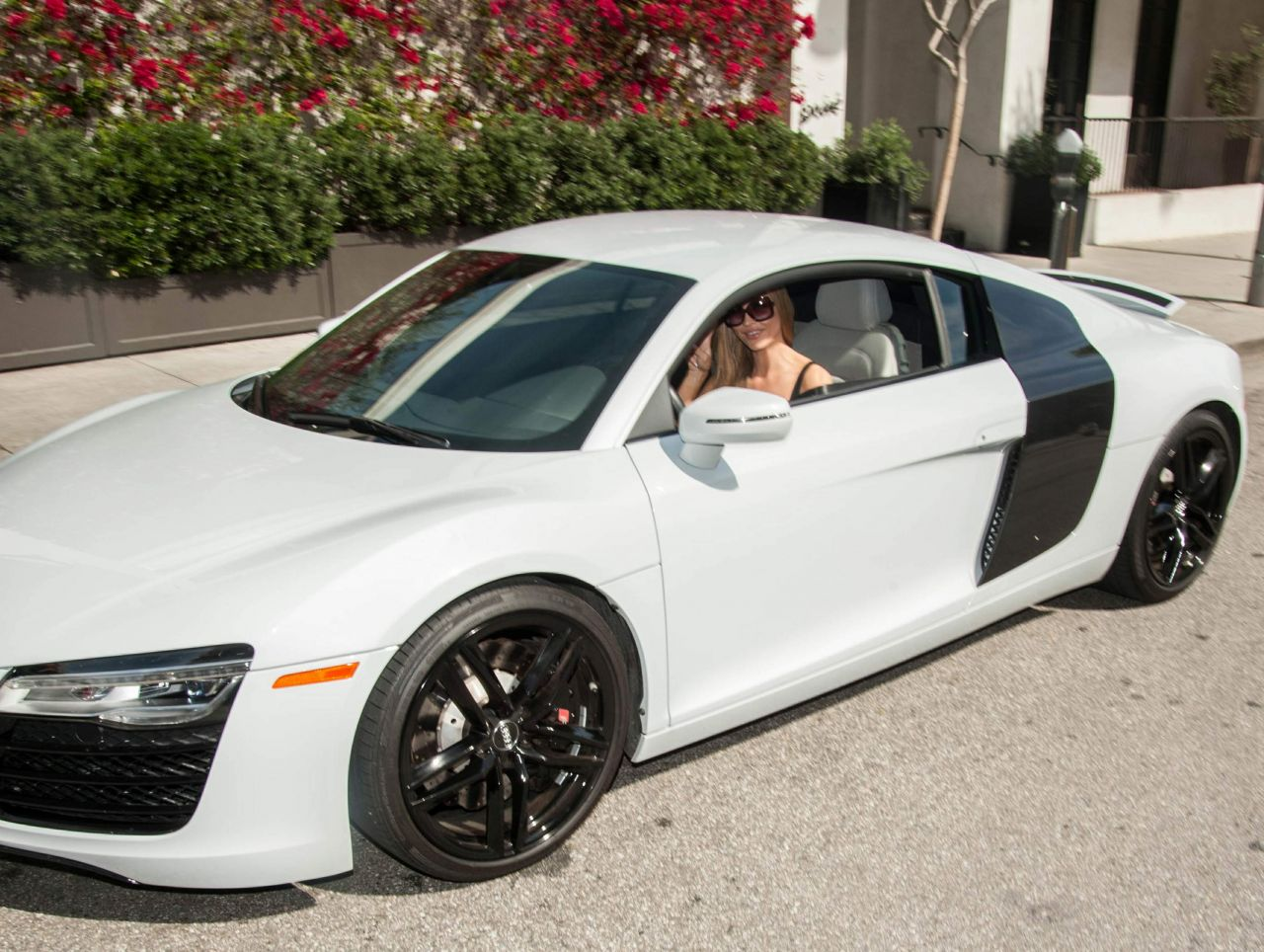 Audi Los Angeles >> Joanna Krupa Pumping Gas Into Her Audi R8 Los Angeles 3