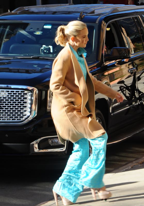 Kate Hudson - Arriving at a Hotel in NYC 3/29/2017