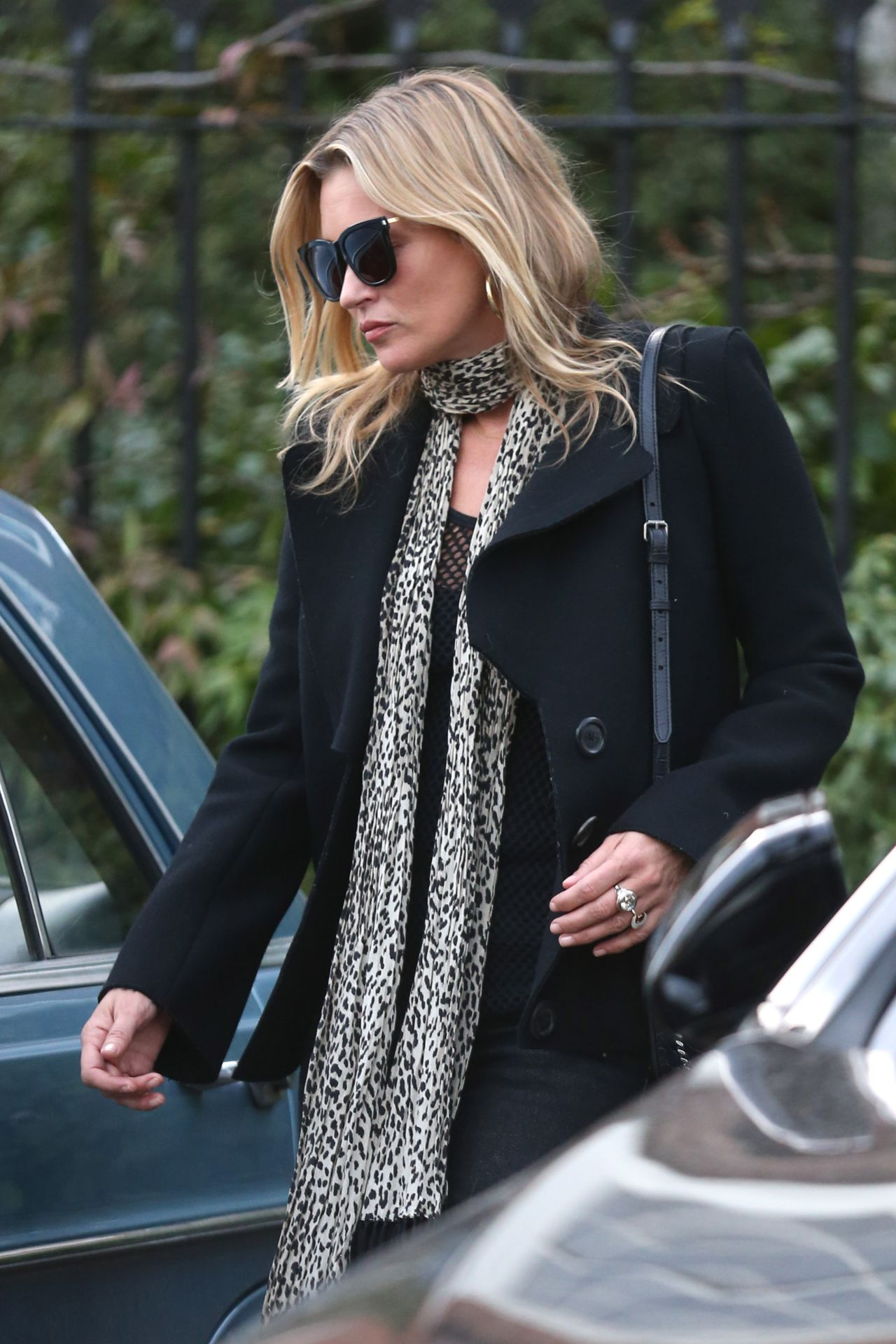 photo Kate moss leaves her home in north london