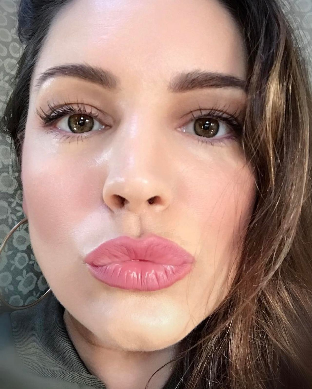 Kelly Brook Facebook Snapchat And Instagram Photos 3 28