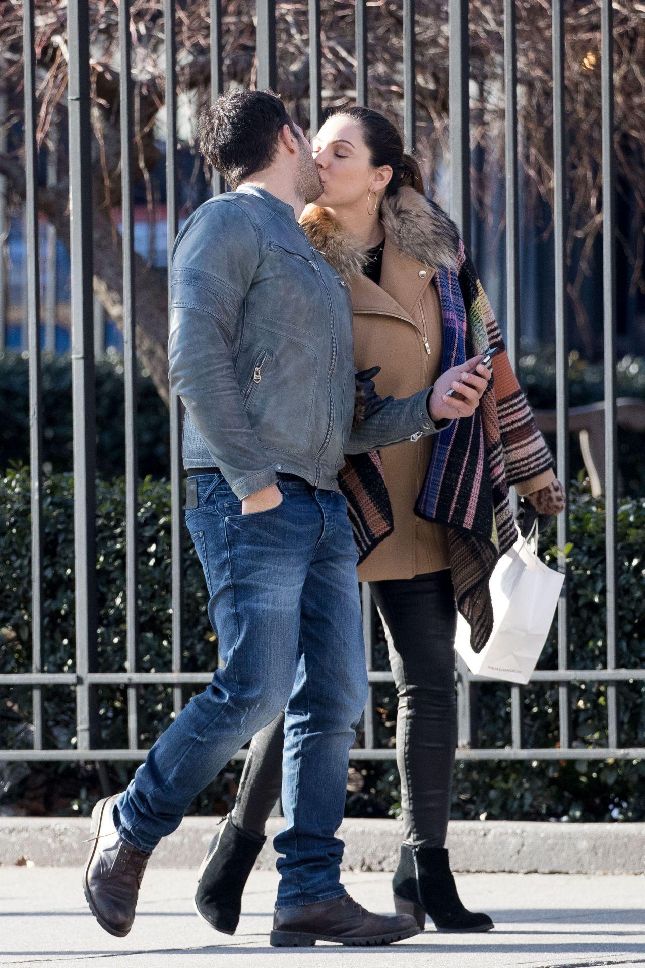 photo Kelly brook kisses boyfriend jeremy parisi nyc