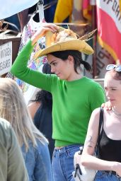 Kendall Jenner in Jeans at the Flea Market in Los Angeles 3/26/2017