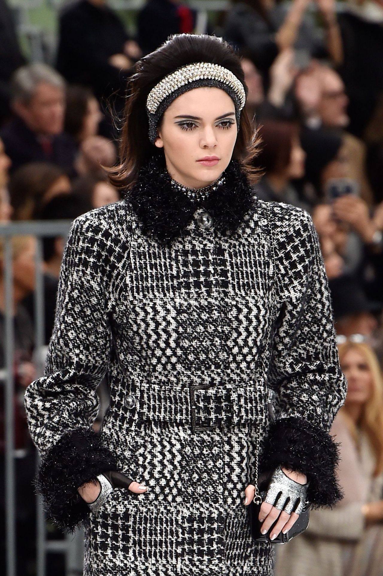 kendall jenner walks chanel show paris fashion week 3 7 2017. Black Bedroom Furniture Sets. Home Design Ideas