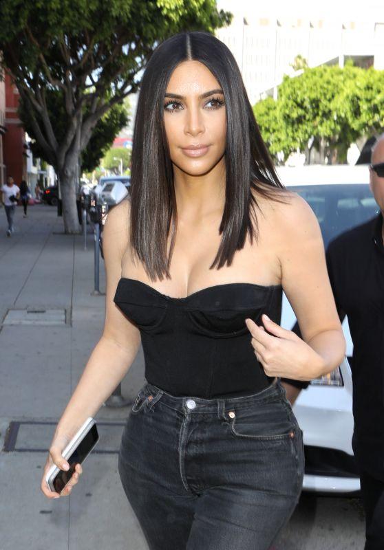 Kim Kardashian at Cuveee on Robertson Blvd in LA 3/30/2017