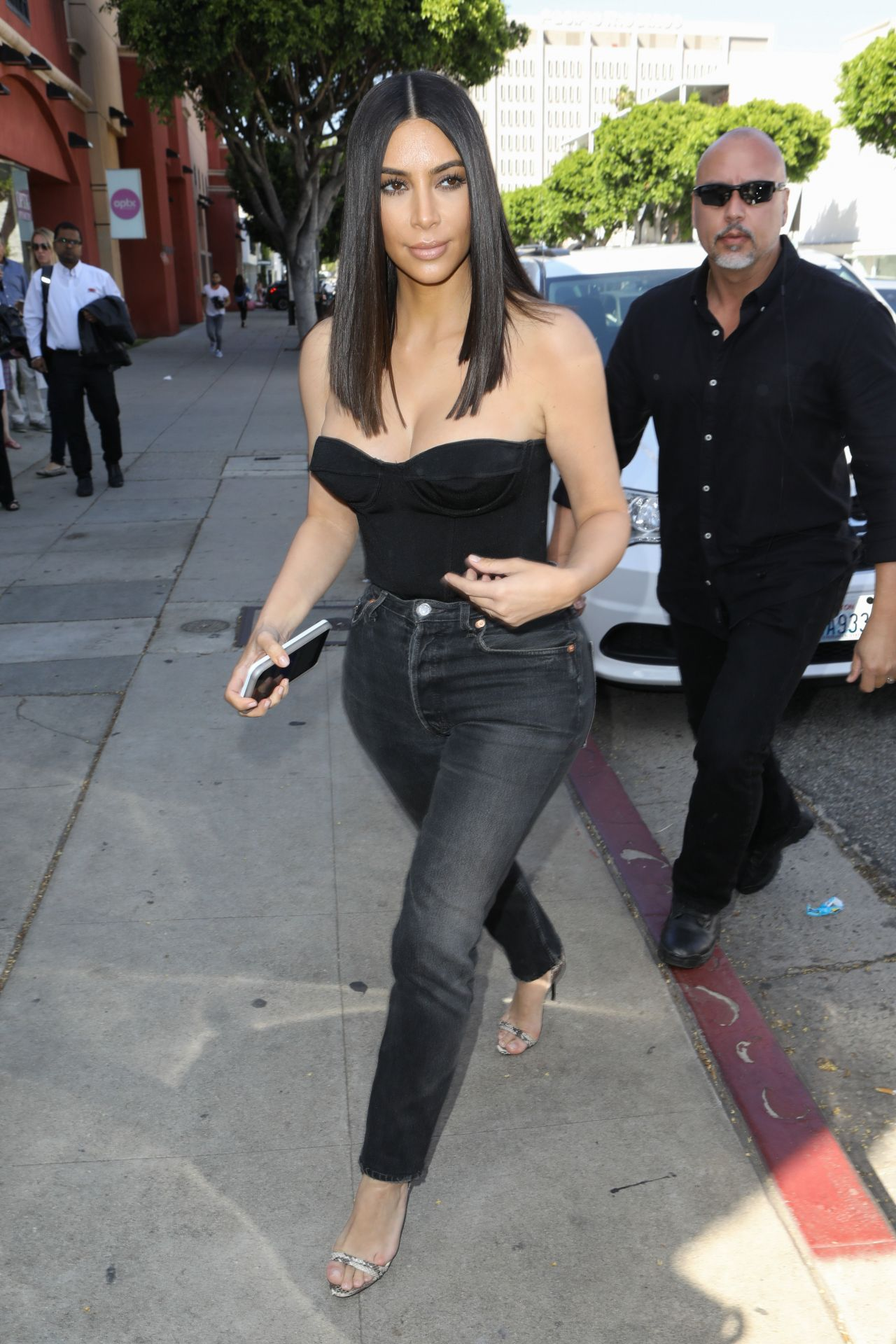 Kim Kardashian At Cuveee On Robertson Blvd In La 3 30 2017