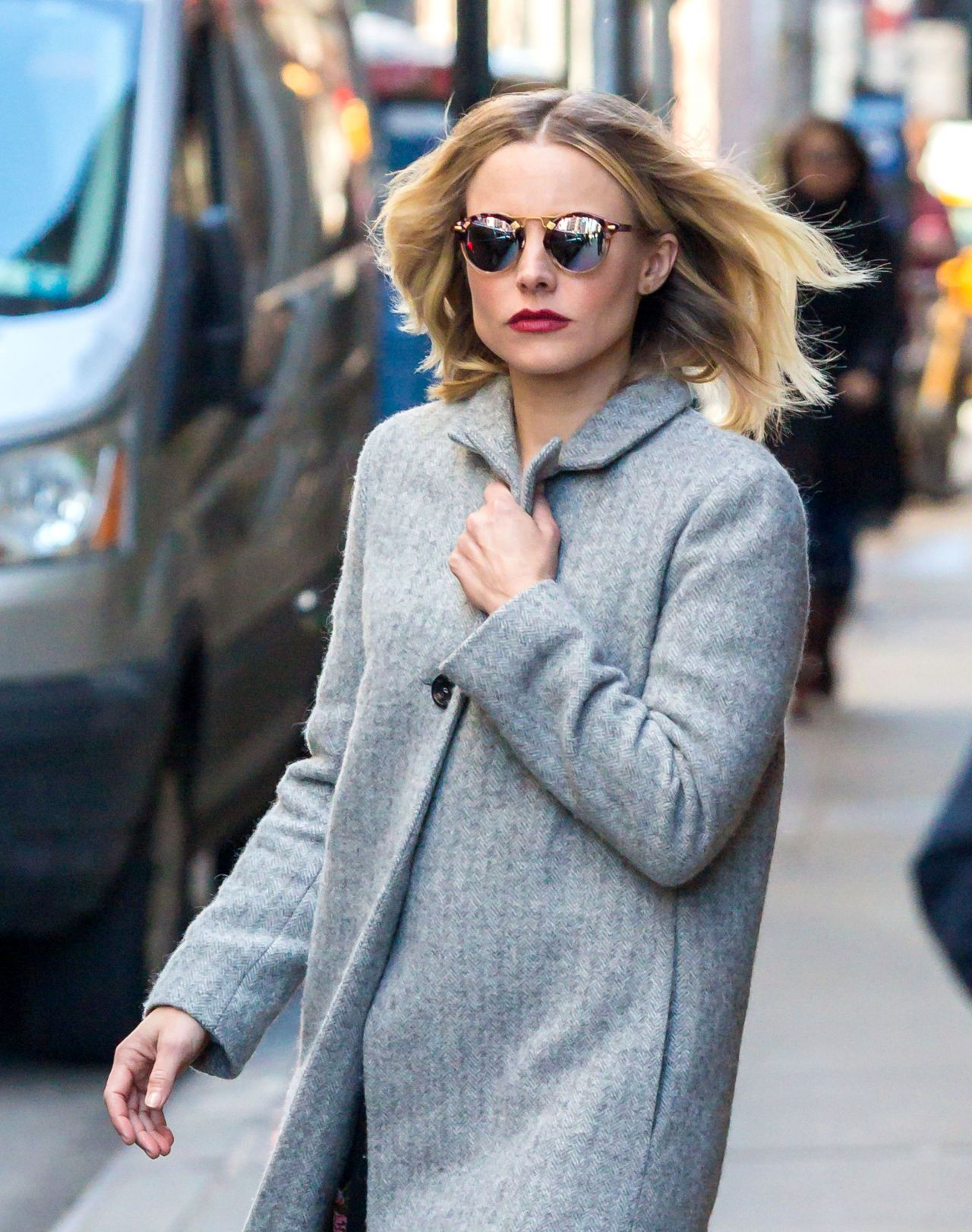 photo Kristen bell casual style midtown in new york