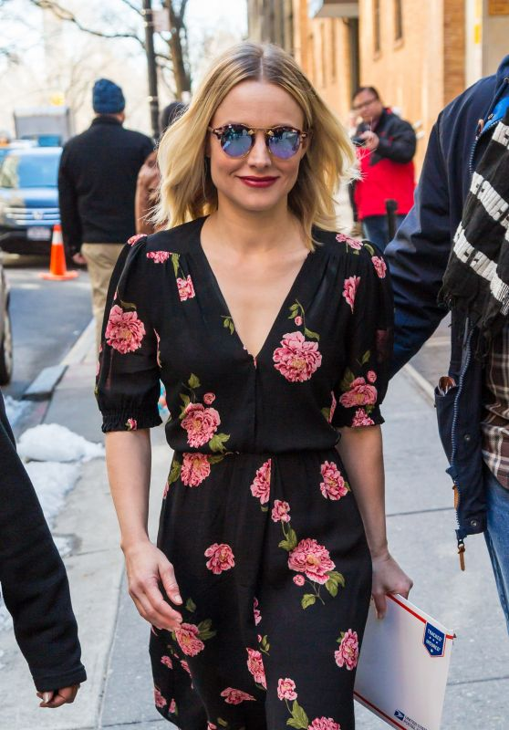 Kristen Bell Casual Style - Midtown in New York 3/23/ 2017