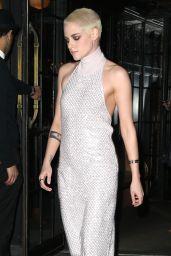 Kristen Stewart - Goes to the