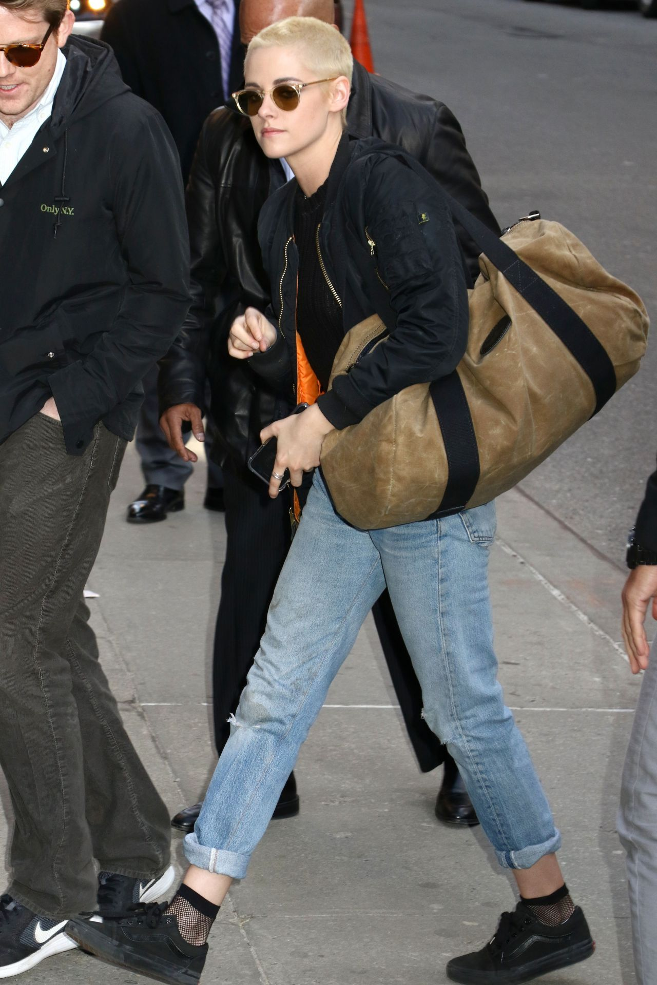 Kristen stewart street style arriving at the late show with stephen colbert in nyc