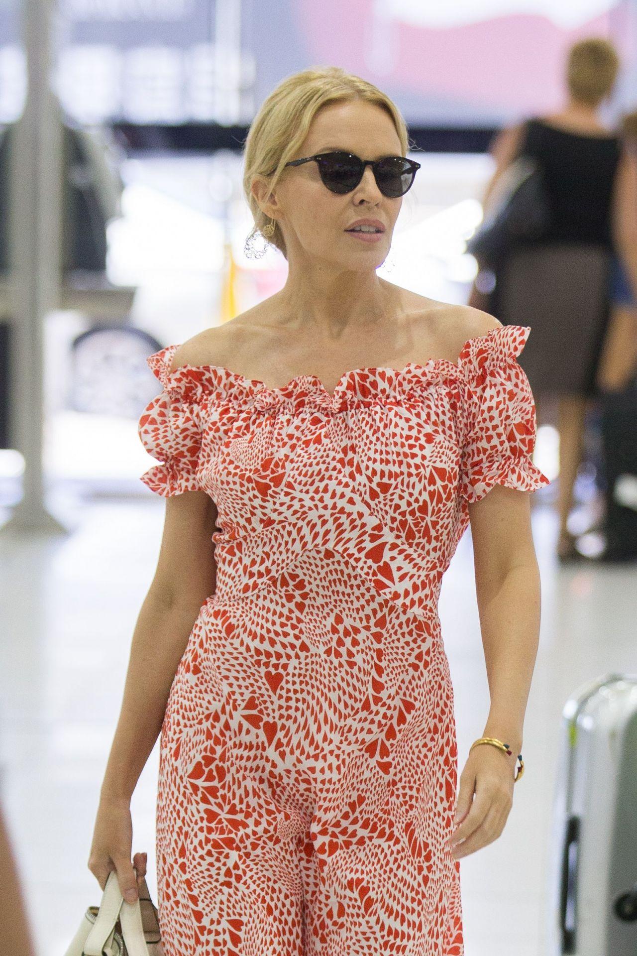 Kylie Minogue Walks Through Melbourne Airport 3 6 2017
