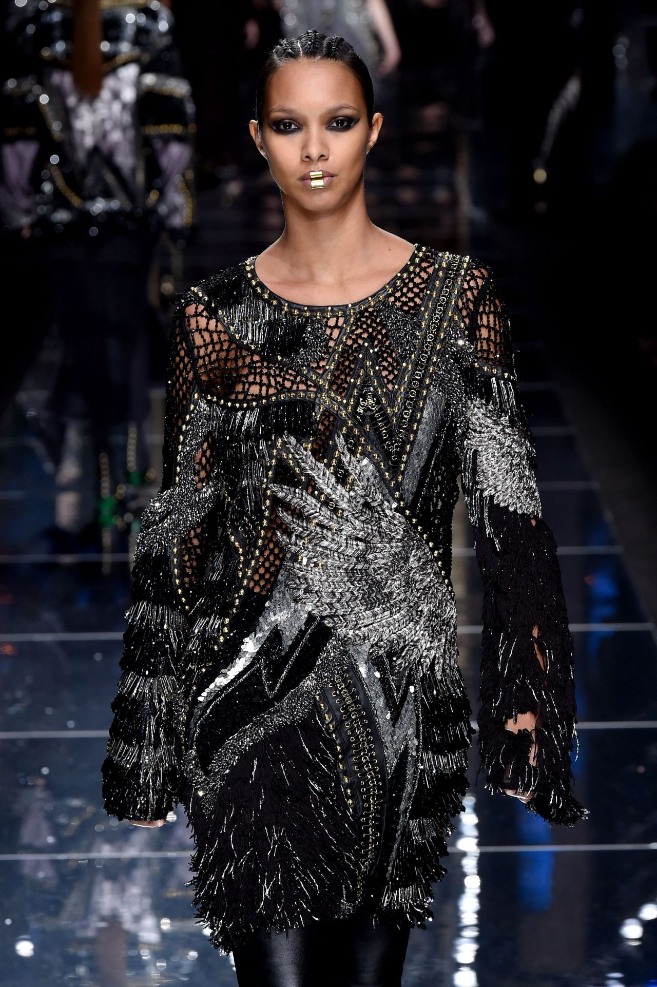 Paris Fashion Week Street Style Spring 2015: Lais Ribeiro Walks Balmain Show At Paris Fashion Week 3/2