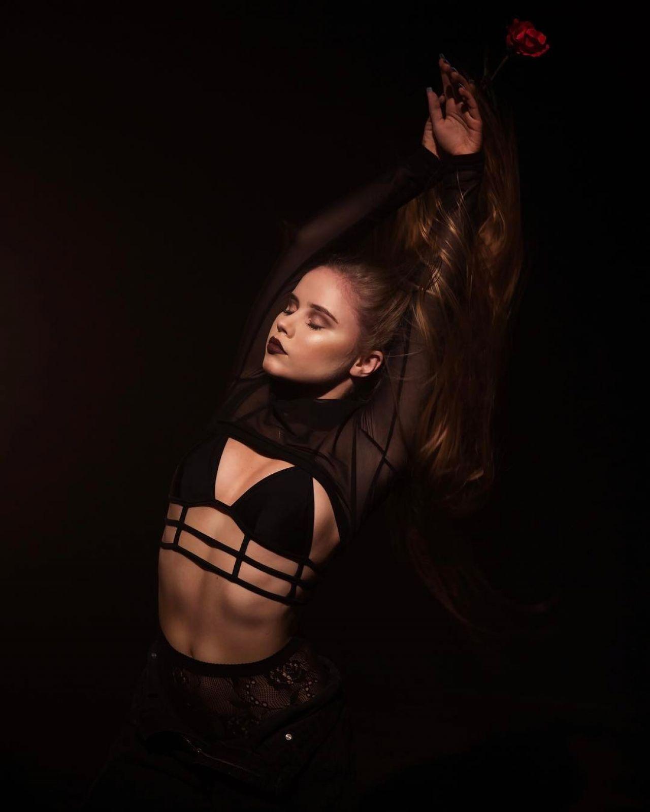 Lexee Smith Social Media Pics 3/20/ 2017 • CelebMafia