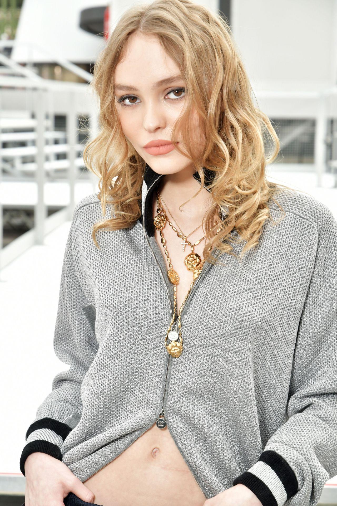 Lily-Rose Depp Arrivin...