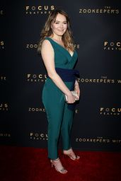 """Magdalena Lamparska on Red Carpet - """"The Zookeeper"""
