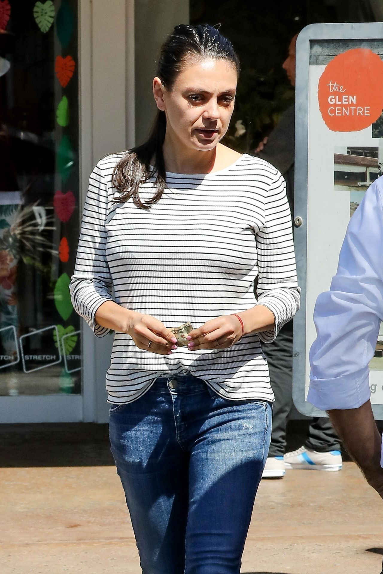 Mila Kunis Street Style Out In Los Angeles 324 2017