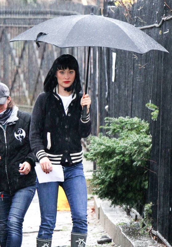 "Olivia Wilde Under an Umbrella Wearing a Black Wig on the ""Life Itself"" 3/28/2017"