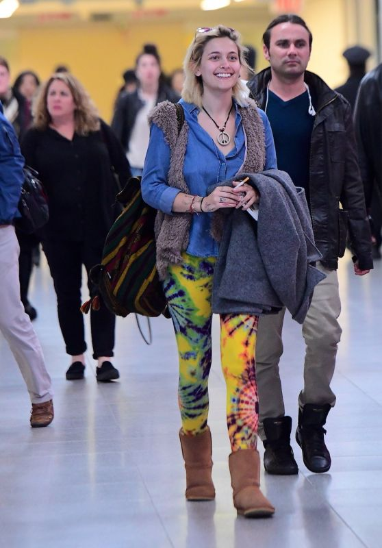 Paris Jackson Travel Outfit - JFK Airport in New York 3/19/ 2017
