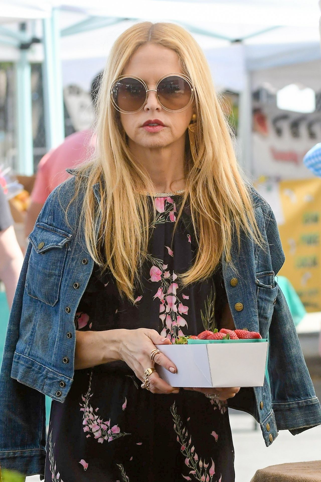 Rachel Zoe - Shopping at Farmers Market in Brentwood 3/12 ...