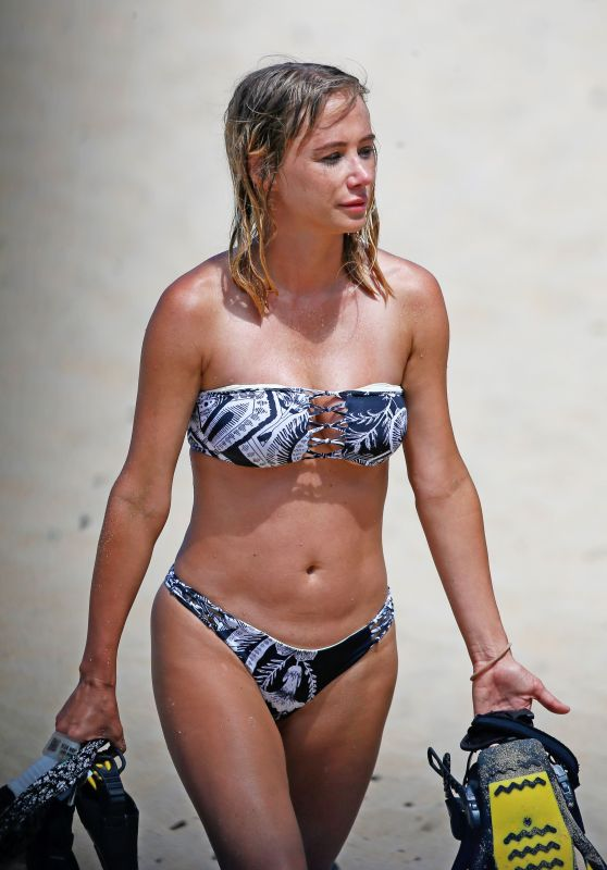 Sara Jean Underwood Bikini Candids - On Vacation in Hawaii 3/20/ 2017