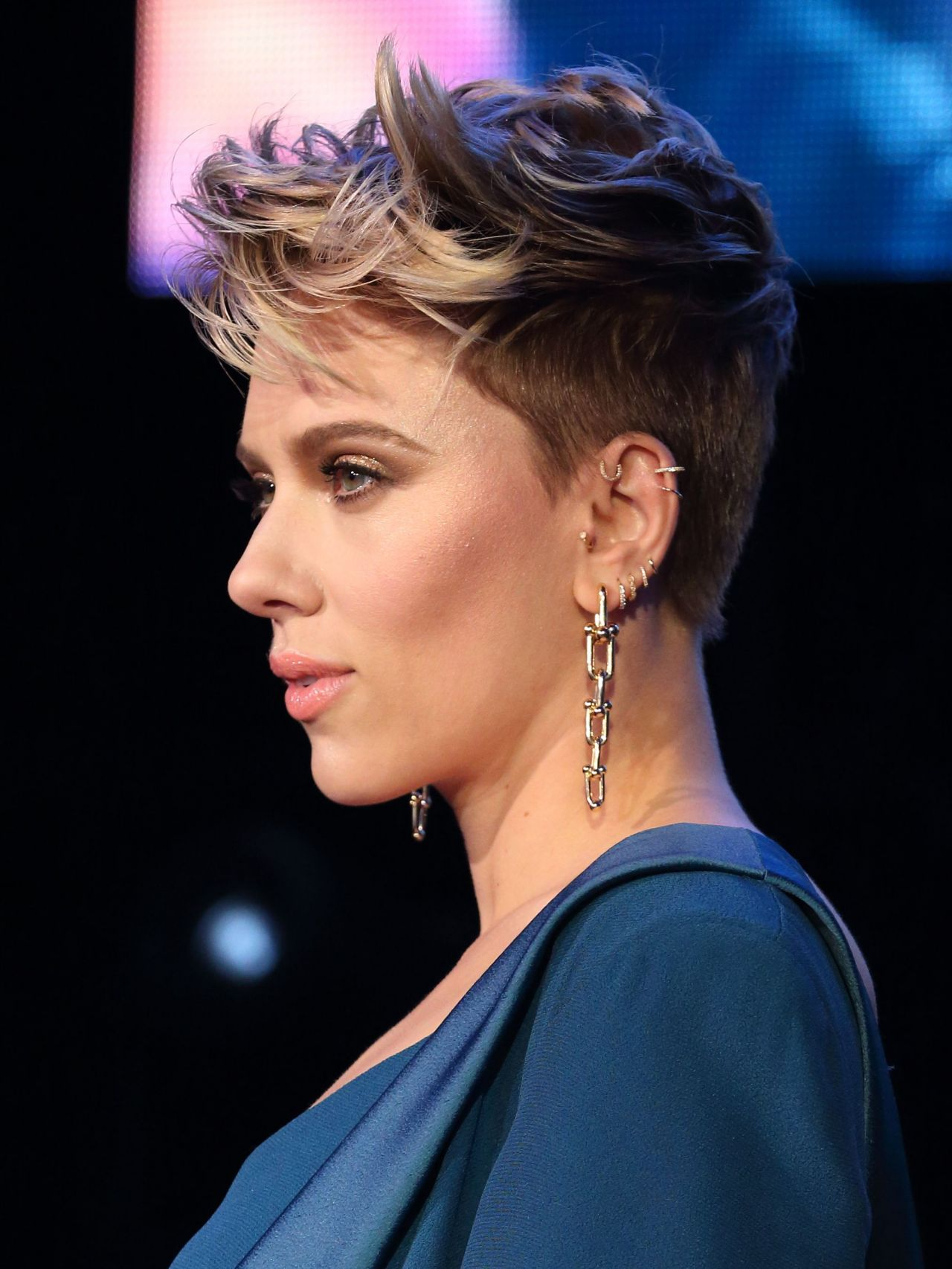 Scarlett Johansson - Ghost In The Shell Red Carpet in ... скарлетт йоханссон