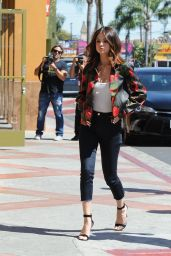 Selena Gomez Looks Chic - Menchie