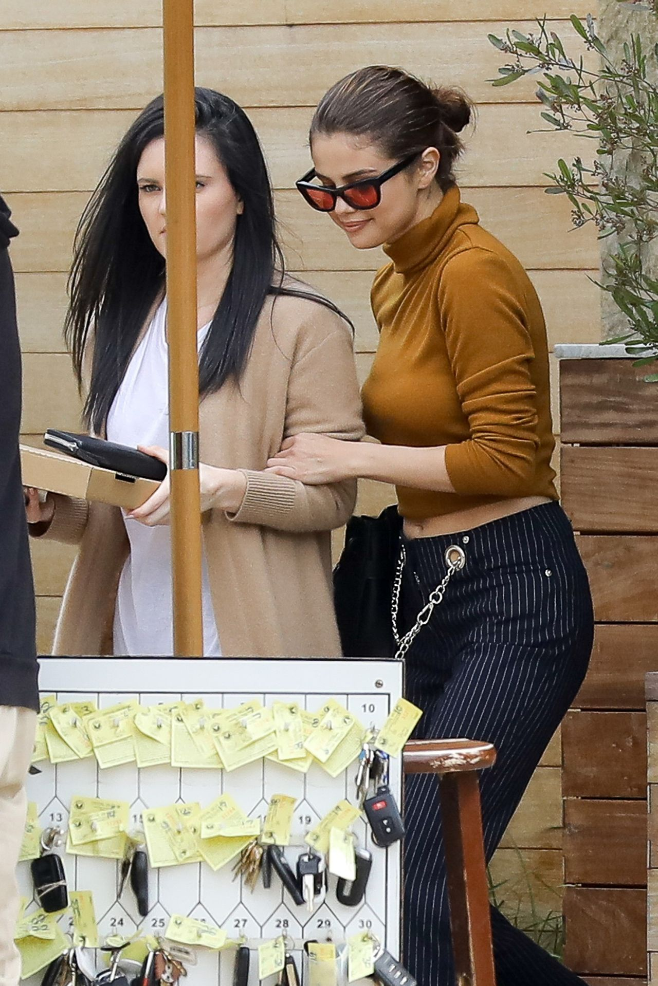 gomez street fashion - lunch with friends at soho house in malibu