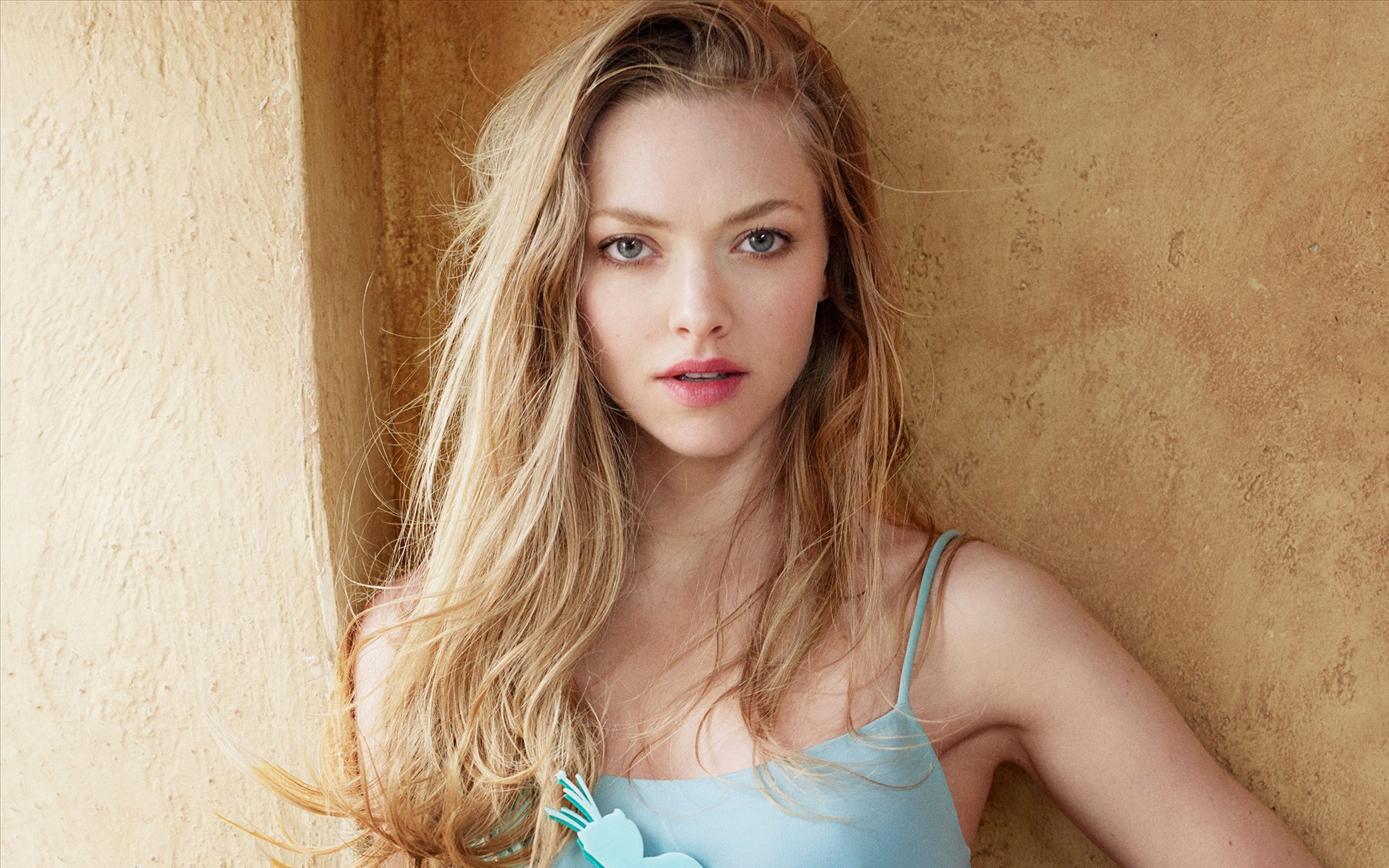 Amanda Seyfried Wallpapers 30-9413