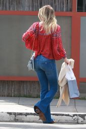 Ali Larter Casual Style - Shopping With Friends in Venice Beach 4/6/2017