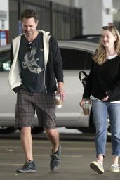 Amanda Seyfried Street Style - Leaving a Starbucks in LA 4/11/2017