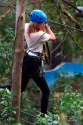Amber Heard at the Currumbin Wildlife Sanctuary in Currumbin, Australia 4/23/2017