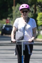 Amy Adams in Tightrs - Rides a Scooter in Studio City 4/1/2017