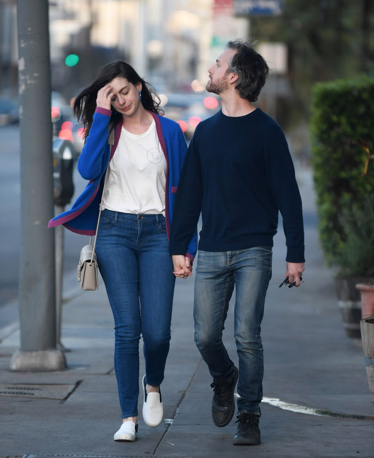 Anne Hathaway Outfits: Anne Hathaway Street Style