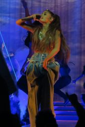 Ariana Grande Performs at Brings her Dangerous Woman Tour in Los Angeles 3/31/2017