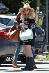 Beth Behrs - Lunch With Her Friends In Ojai 4/20/2017