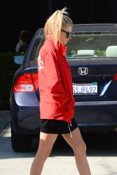 Charlotte McKinney in Casual Attire - Leaves Lunch at Gracias Madre With Friends in LA 4/10/2017