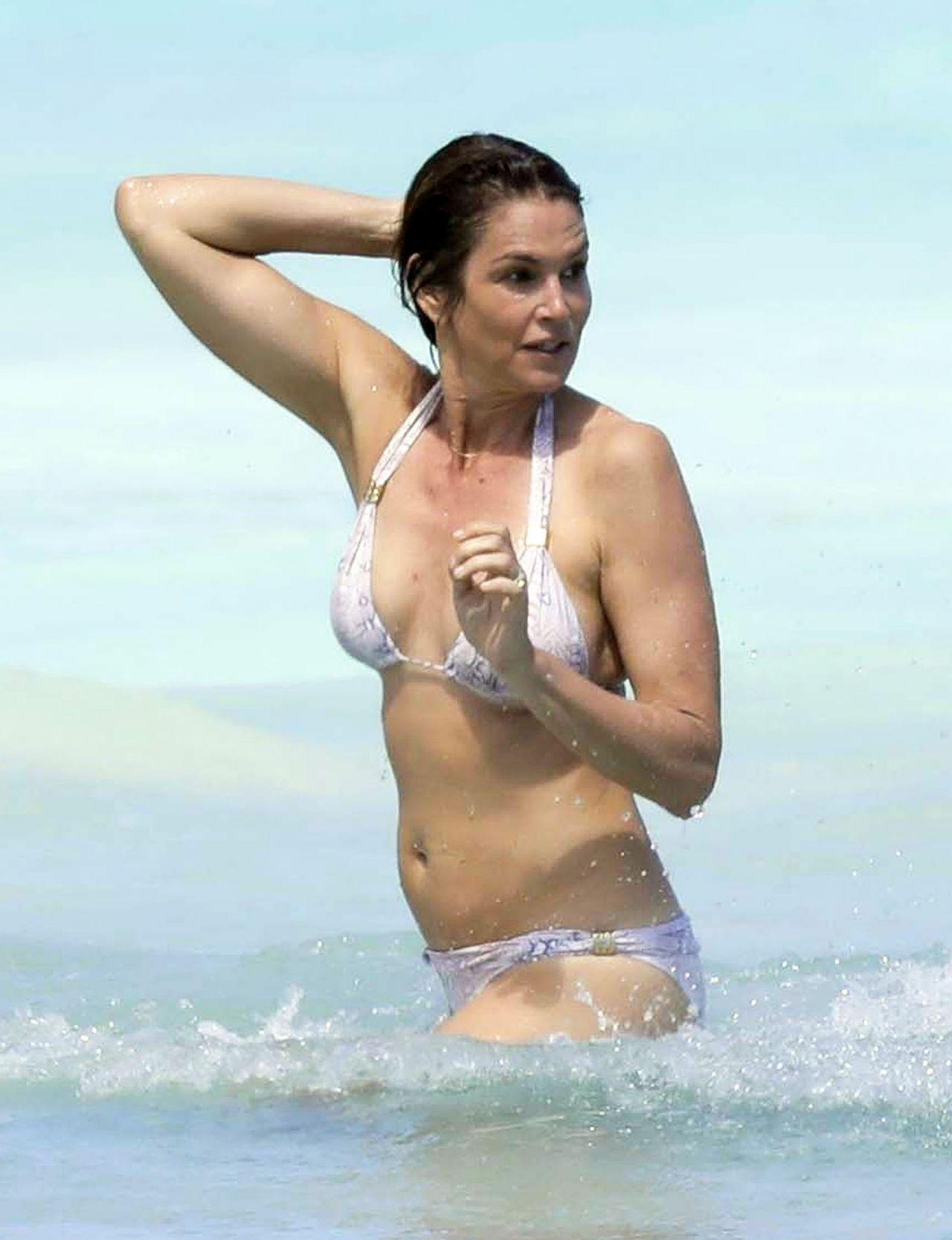 Cindy Crawford In A Bikini 25