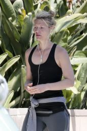 Claire Danes in Workout Gear - Los Angeles 4/12/2017