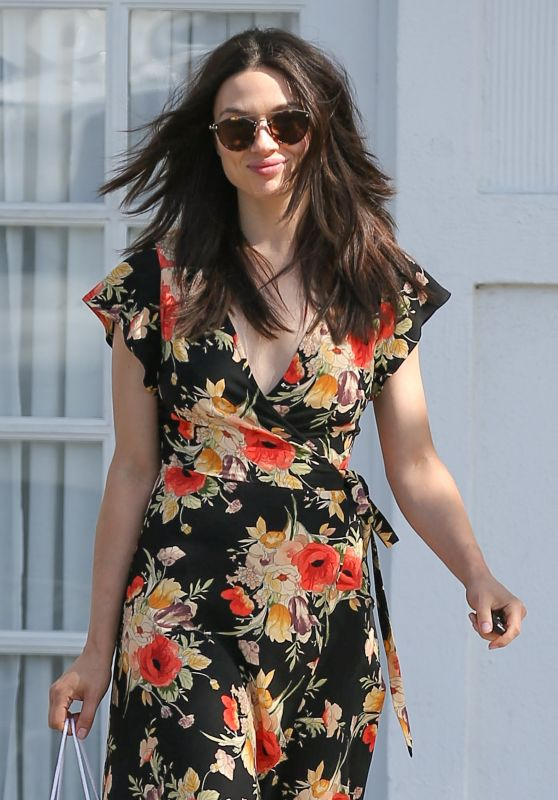 Crystal Reed Looks Stylish - Shopping in LA 4/12/2017