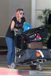 Dannii Minogue Lands at LAX in LA 4/4/2017